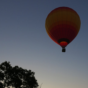 famliy in hot air balloon in franklin tn